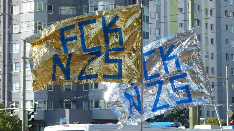 AUFSTEHEN gegen Nazis